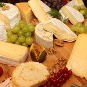 sabores-que-contam-historias-com-expresso-gourmet-queijos-variados